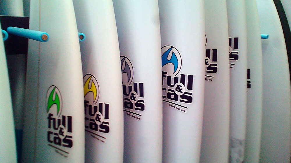 "Custom Made Surfboards von Full & Cas · SURFSCHULE ""surfnsoul.com"""